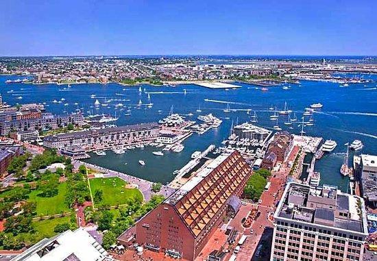 Boston Marriott Long Wharf : View of Marriott Long Wharf from the Custom House Hotel across the street