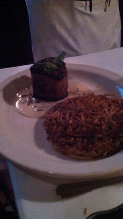 Tornado Steak House: Steak with hash browns
