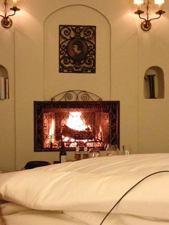 Kenwood Inn and Spa, A Four Sisters Inn: real wood burning fireplace!