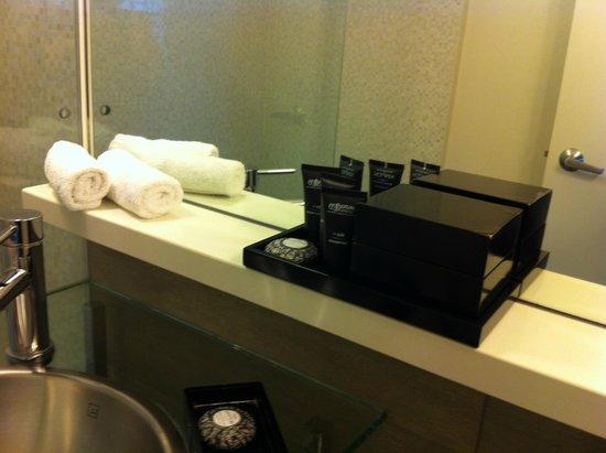 Kimpton Surfcomber Hotel: Mimos
