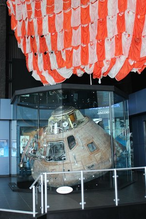 U.S. Space and Rocket Center : Actual Saturn 5 capsule