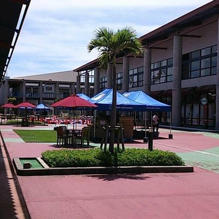Ashibina Outlet Mall: 中心部