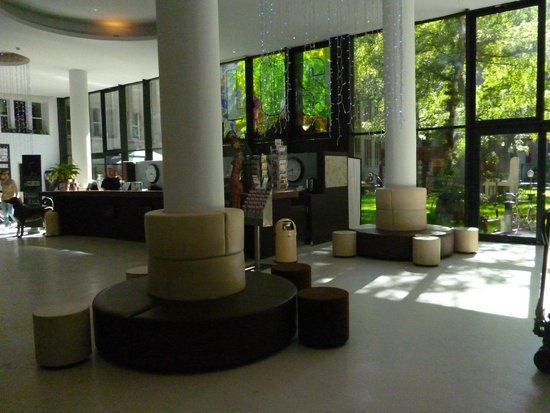 PLUS Berlin : lobby and garden behind