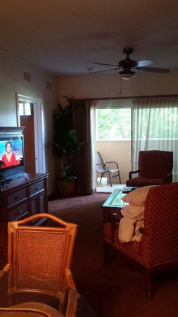 Floridays Resort Orlando: Living room of 2 bed room suite