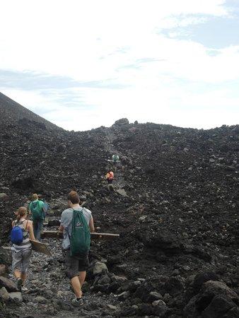Cerro Negro Volcano: Subida a la cúspide