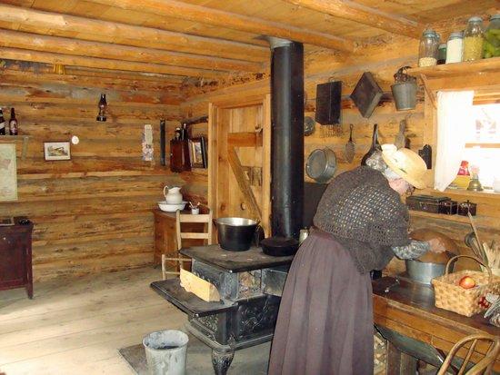 High Desert Museum : Inside the Cabin