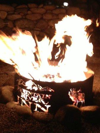Mountain River Inn Bed & Breakfast : Evening Campfire