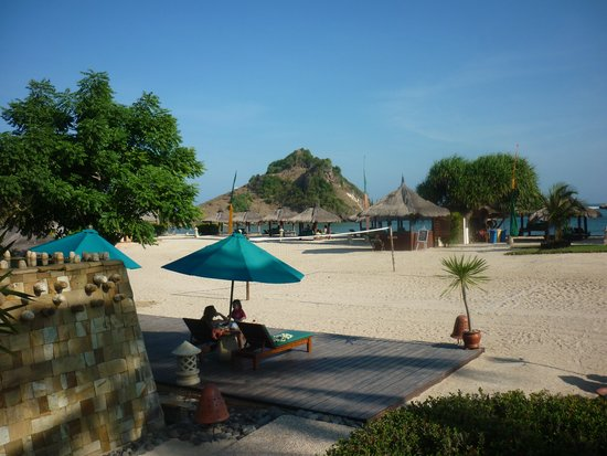 Novotel Lombok Resort and Villas: Beach front and Pool