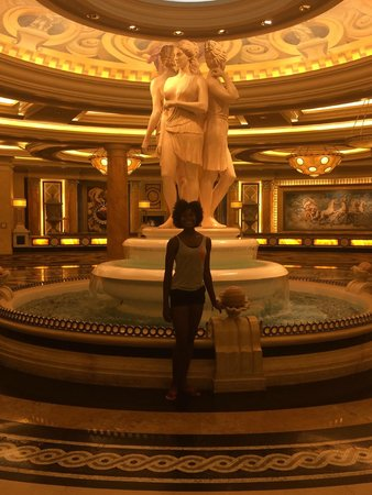 Caesars Palace: One of the many fountains