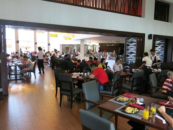 Pullman Bali Legian Beach: Breakfast venue (lots of choices)