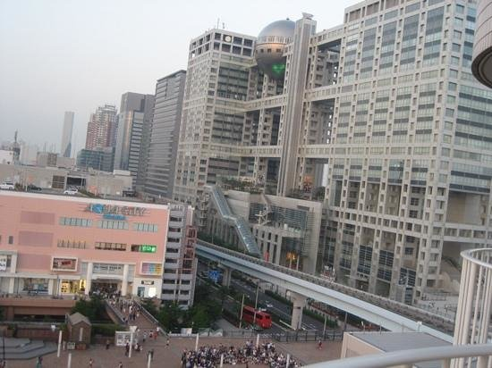 Hilton Tokyo Odaiba: nearby mall is very convenient when it is raining and dining until 3 or 4 am..