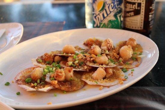 Mesa Filipino Moderne: 帆立貝のガーリック焼き:ビールのお供に最高