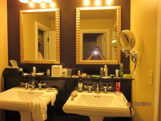 Hotel Mazarin: Vanities