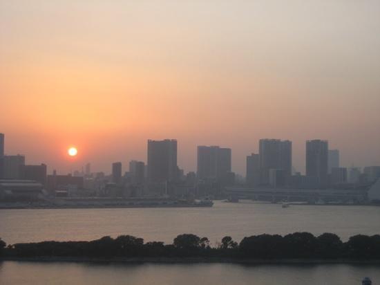 Hilton Tokyo Odaiba: sun setting..just awesome....