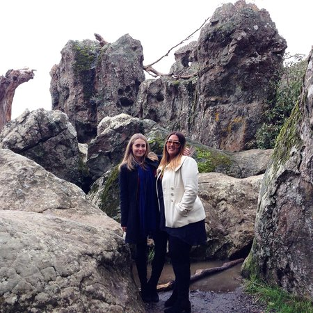 Mike's Wine Tours: After lunch stop at Hanging Rock.