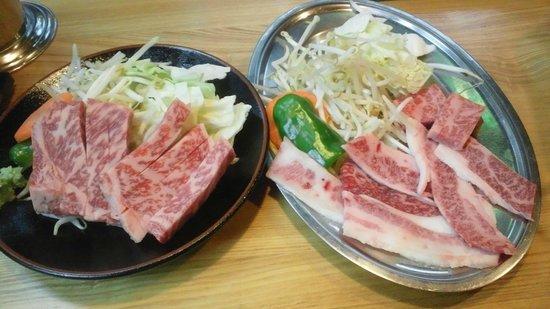 Hirayu Onsen Hirayu no Mori: 飛騨牛上ロース鉄板焼き200gと上ロースとバラ肉の鉄板焼き
