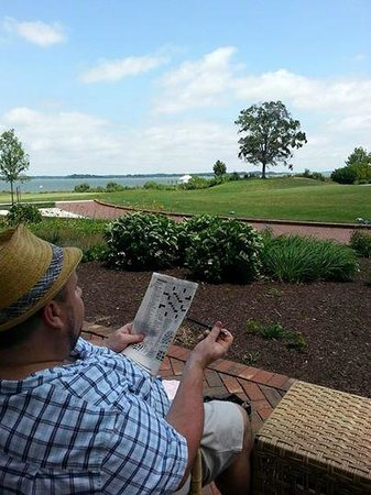 Hyatt Regency Chesapeake Bay Golf Resort, Spa & Marina: Relaxing on the back porch