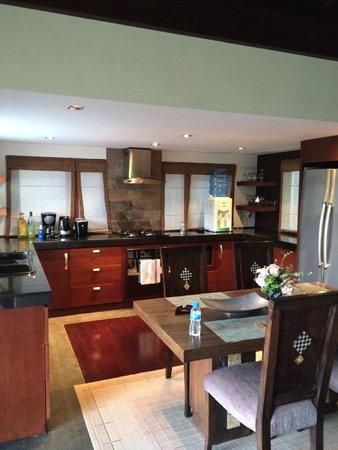 Gending Kedis Villas & Spa Estate: Kitchen / Dining