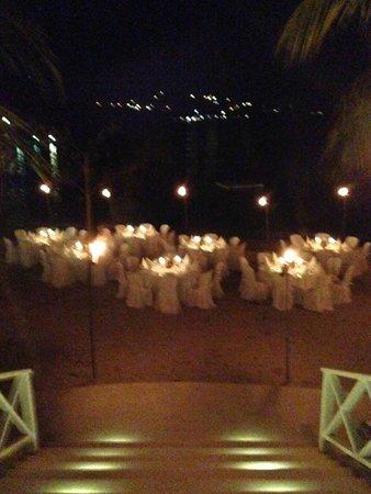 Round Hill Hotel & Villas: Beach BBQ for Wedding Party