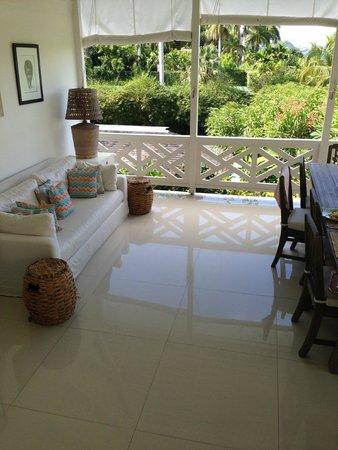 Round Hill Hotel & Villas : Living Room in our Villa