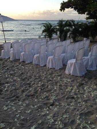 Round Hill Hotel & Villas : Wedding Setup on the Beach