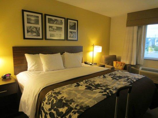 Sleep Inn & Suites: our room
