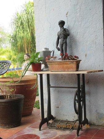 Hacienda San Pedro Nohpat: Many tasteful antiques on front deck.