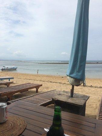 Segara Village Hotel: Beach at front of resort