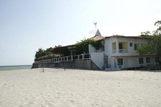 Bay View Hotel: Vista de la playa hacia el hotel