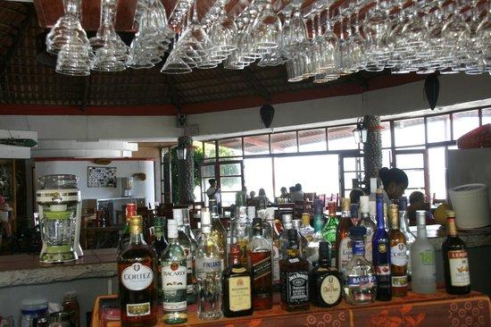 """Bay View Hotel: The """"tiki"""" Bar.. con especialidad en margaritas y piñas coladas."""