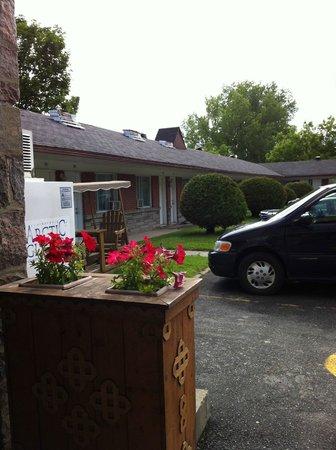 Hotel & Motel La Marquise : motel exterior