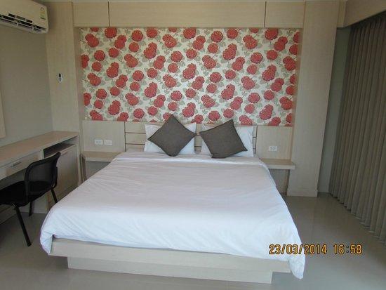 Chalong Beach Front Residence: спальная зона в номере