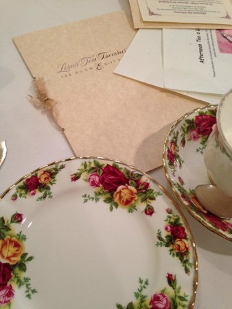 Lisa's Tea Treasures: Table setting