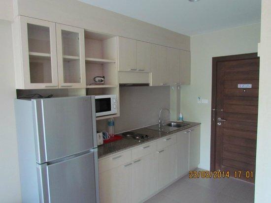 Chalong Beach Front Residence: кухонная зона в номере