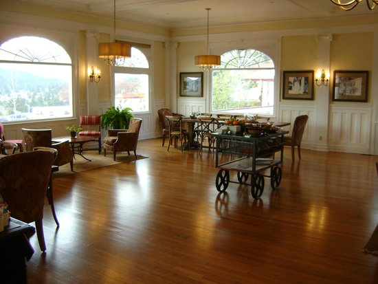 Stanley Hotel: Breakfast Room at 'The Lodge'