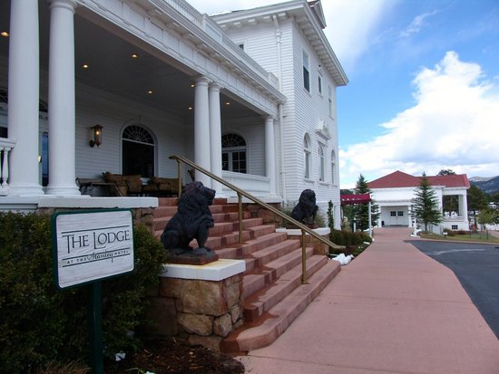 Stanley Hotel: Entrance to 'The Lodge'