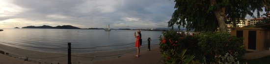 Shangri-La's Rasa Ria Resort & Spa: Panorama of beach area