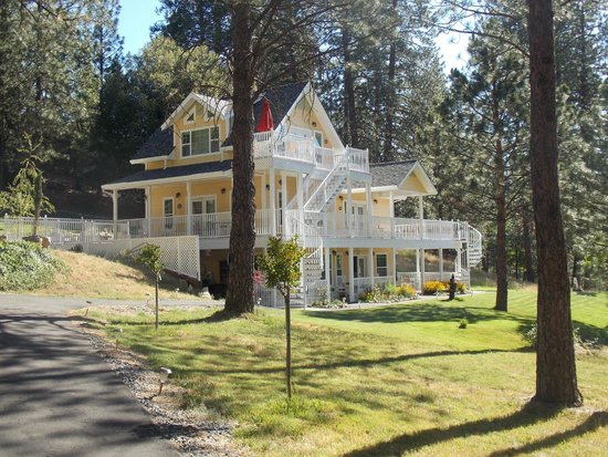 Blackberry Inn at Yosemite: The newer building