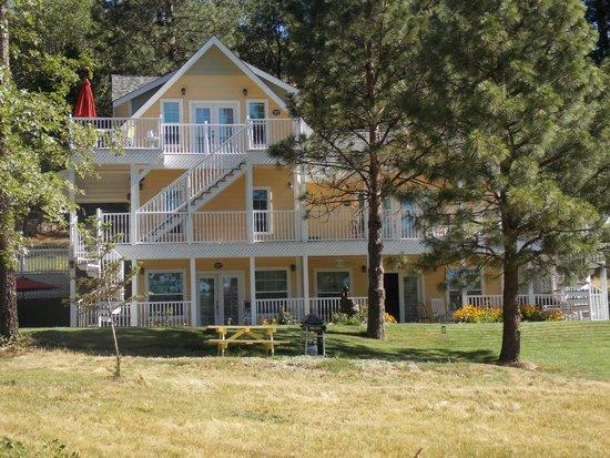 Blackberry Inn at Yosemite: Our room was on the ground floor, lower left corner.