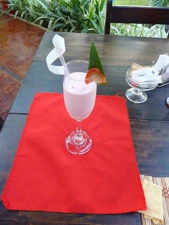 Casa Batsu: An art of glass with fruits shake