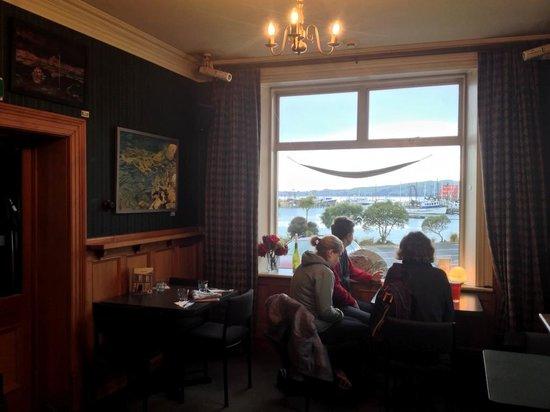 Carey's Bay Historic Hotel : The window table