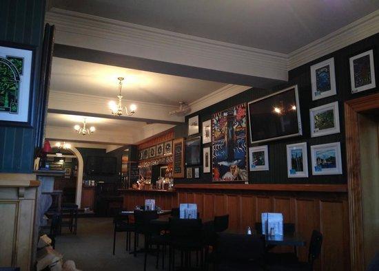 Carey's Bay Historic Hotel : Interior towards the bar area