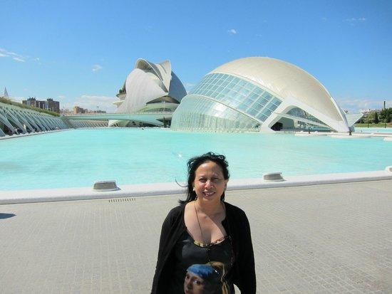 Ciudad de las Artes y las Ciencias: L'Hemisferic and Palace of Arts share same aspect