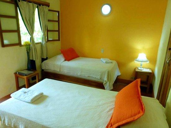 Hotel Casa Barcelona: Habitación con dos camas unipersonales