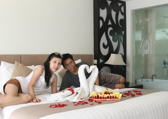 Villa Kayu Raja: Our Honeymoon Bed