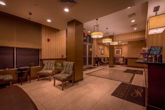 Pointe Plaza Hotel: Lobby