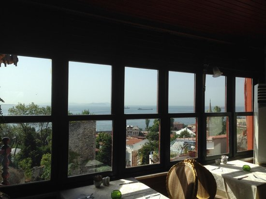 Hotel Valide Sultan Konagi: View from the breakfast room