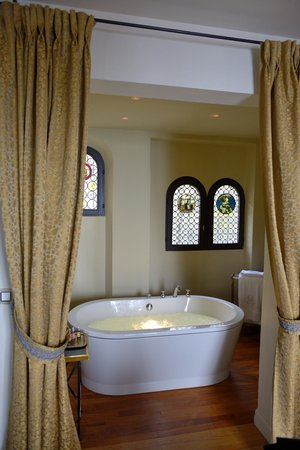 Chateau Eza: the Bathroom in Suite