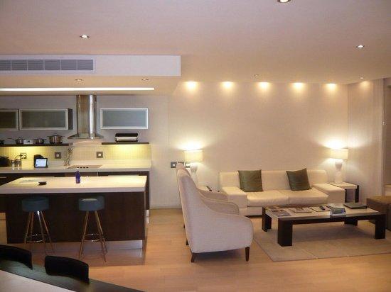 Mandela Rhodes Place Hotel: Kitchen