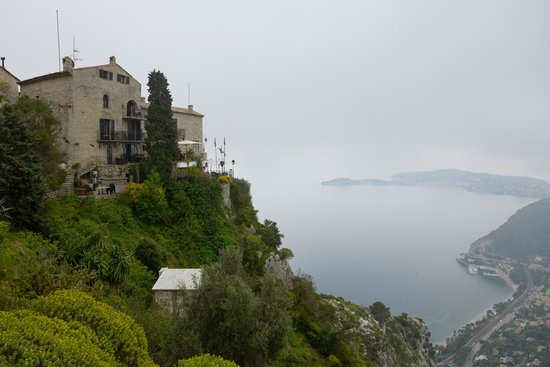 Chateau Eza: View from Exotic Gardens to the Hotel.